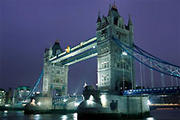 Tower Bridge in Londen, 's nachts