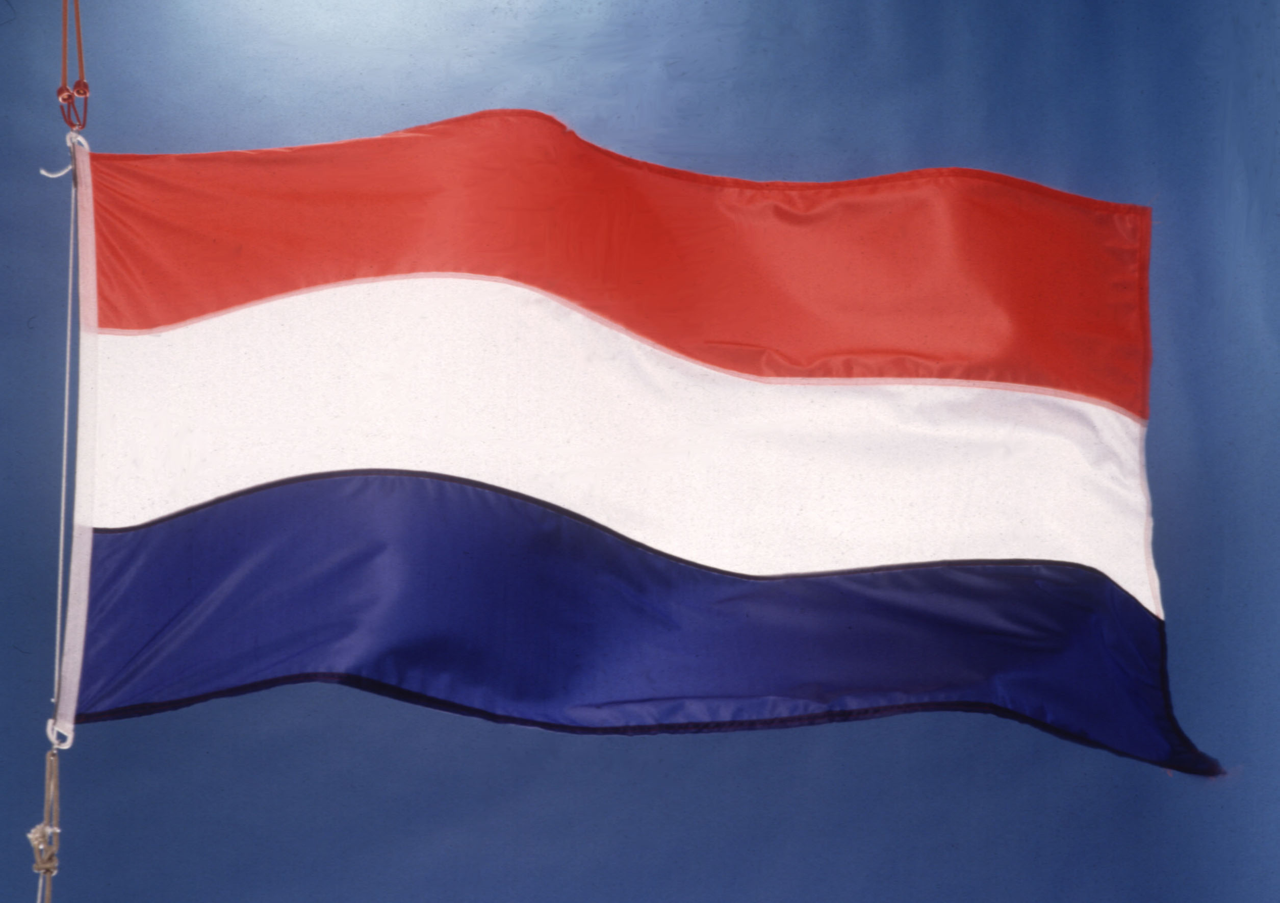 Bron: http://europa.eu.int/comm/mediatheque/photo/select/drapeaux/p ...: www.europa-nu.nl/id/vgpwnlnlc0zh/vlag_nederland_wapperend