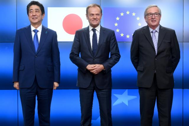 Shinzō Abe, Donald Tusk and Jean-Claude Juncker (from left to right)