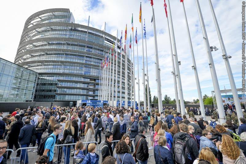 Open Day of the European institutions 2017 - Strasbourg - Raise of the European Union flag by the Eurocorps