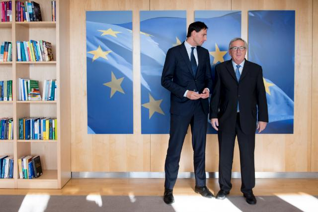 Wopke Hoekstra, on the left, and Jean-Claude Juncker