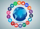 wereldbol met social media iconen eromheen