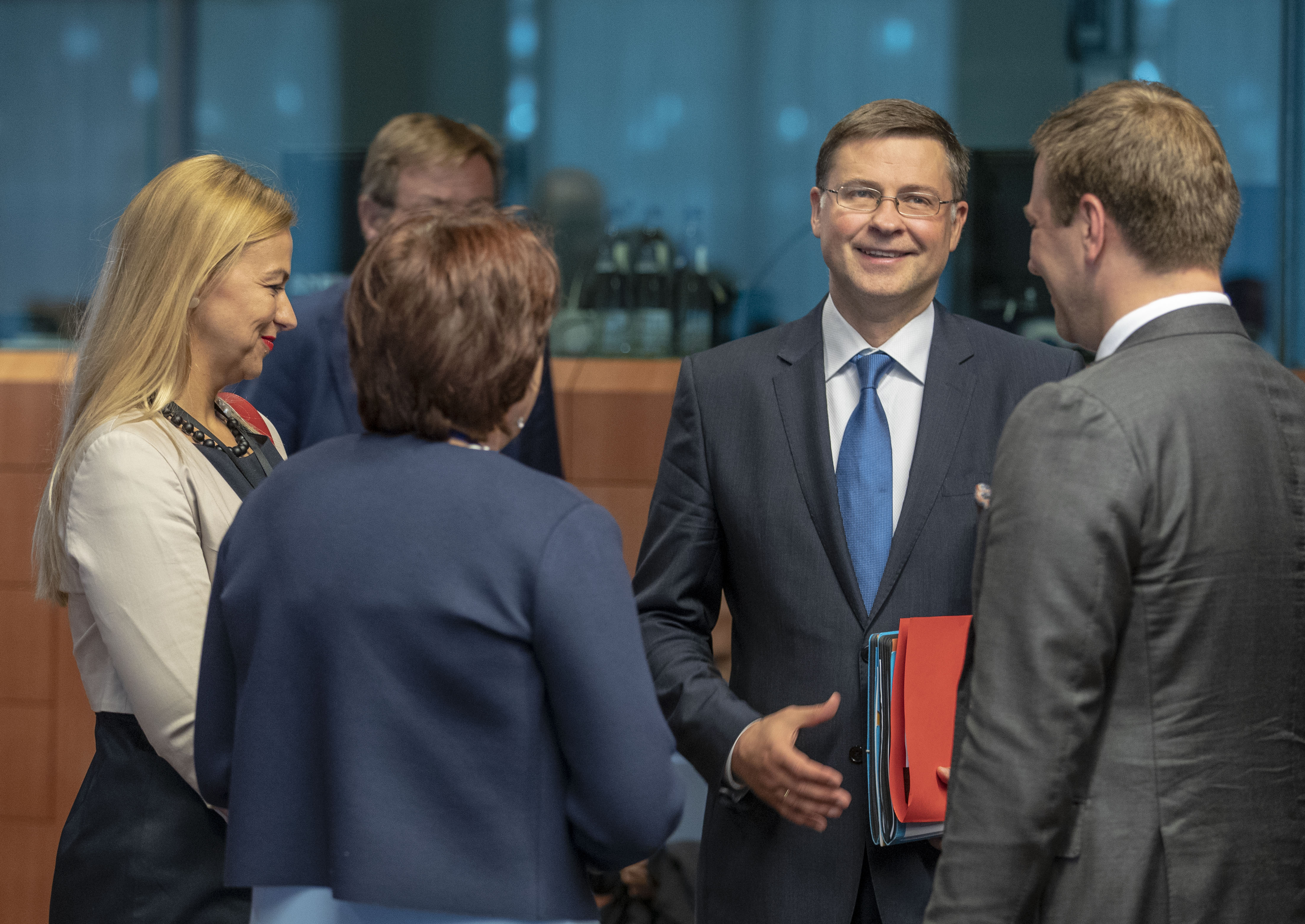 Mr Valdis DOMBROVSKIS, Vice-President of the European Commission in charge of the Euro and Social Dialogue.